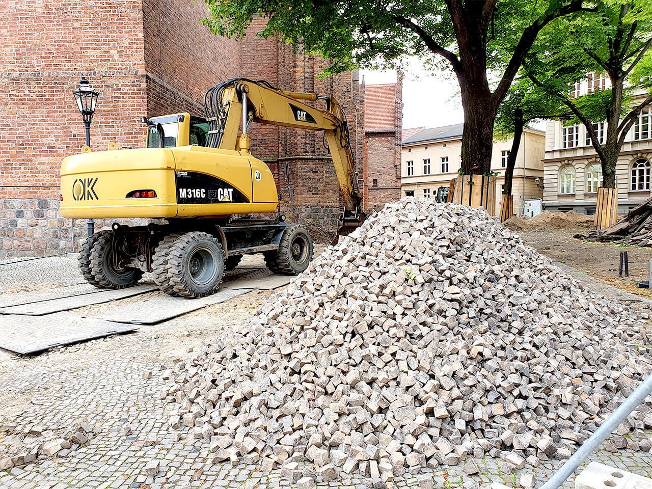 Baustelle mit Bagger auf dem Reformationsplatz